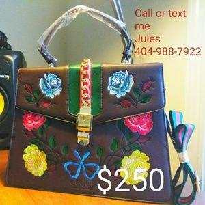 Women's Gucci Handbag w/ shoulder strap
